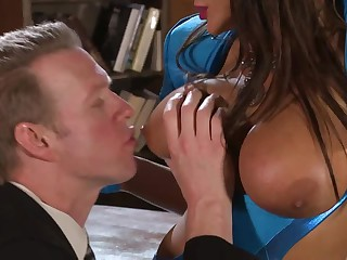 Well-endowed brunette Lisa Annin blue gloves makes mendicant impound